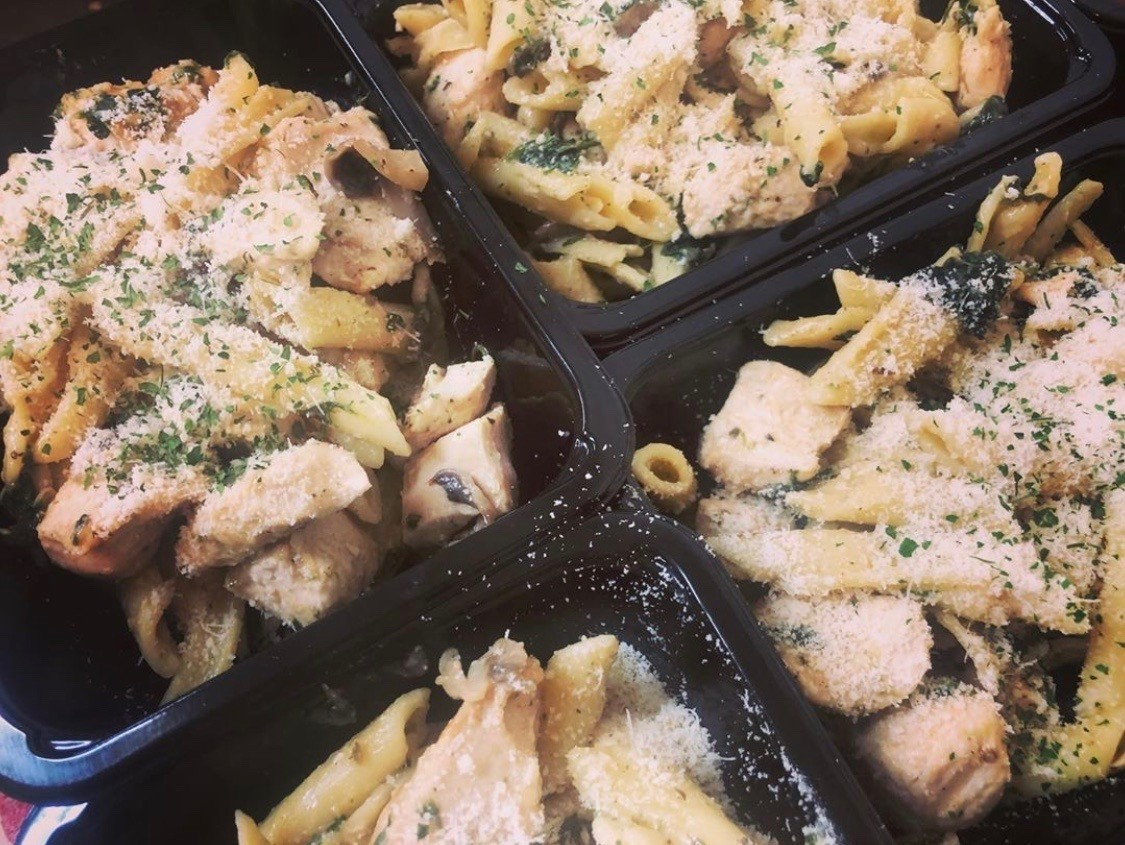 The Hungry Housewife's Eats Chicken & Parmesan Pasta