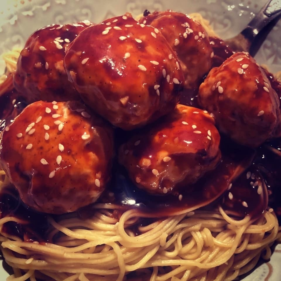 The Hungry Housewife's Eats Asian Meatballs & Noodles